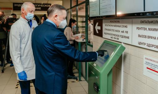 """Фото №1 - Беглов сделал прививку от коронавируса. """"Полет нормальный!"""" - доложил обстановку губернатор"""