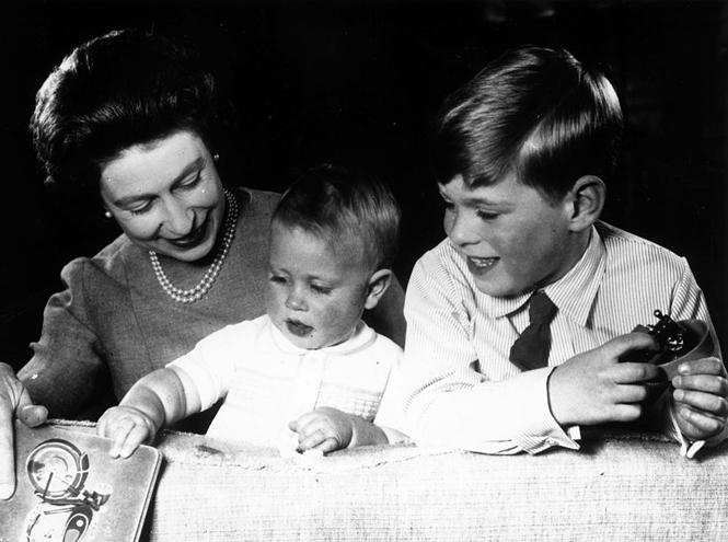 Фото №2 - Самое время для материнства: монаршие особы, родившие после 35 лет