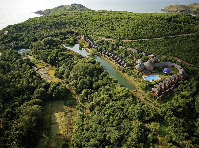 Фото №2 - Курорт SwaSwara: Трудно быть йогом