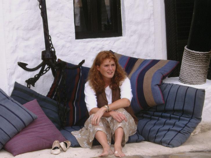 Фото №2 - Потерять все: чем Саре Фергюсон угрожали во время развода с принцем Эндрю