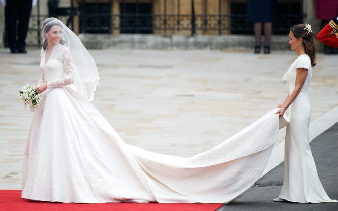 Фото №2 - По примеру Кейт? Меган Маркл может пойти к алтарю в Alexander McQueen