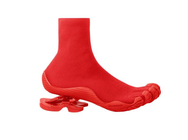 Фото №3 - От кроксов до «копыт»: почему дизайнеры одержимы уродливой обувью