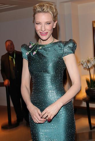 Фото №36 - Королева Канн: Кейт Бланшетт и ее модные образы за всю историю кинофестиваля