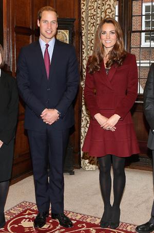 Фото №17 - 6 знаковых нарядов герцогини Кембриджской, которые она носит уже 6 лет