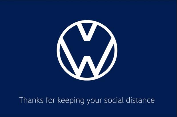 Фото №2 - Известные логотипы держат социальную дистанцию: галерея