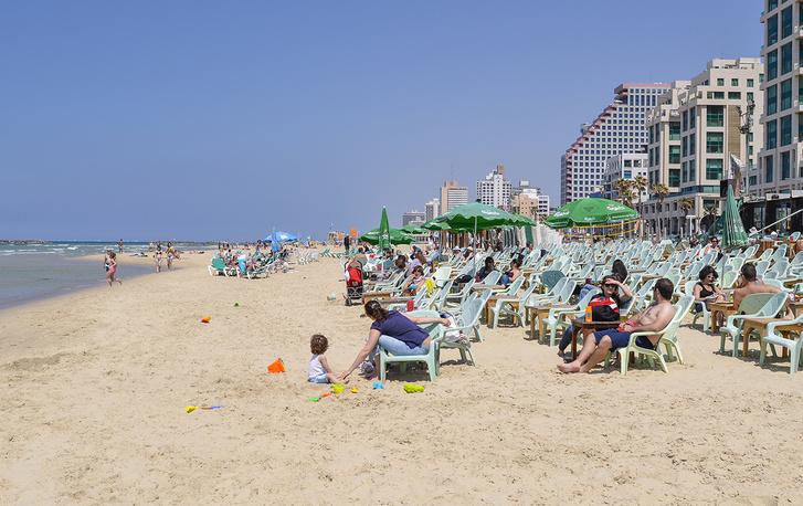 Фото №1 - Чудо на пляже: как вор случайно спас множество людей от бомбы в Тель-Авиве и стал национальным героем