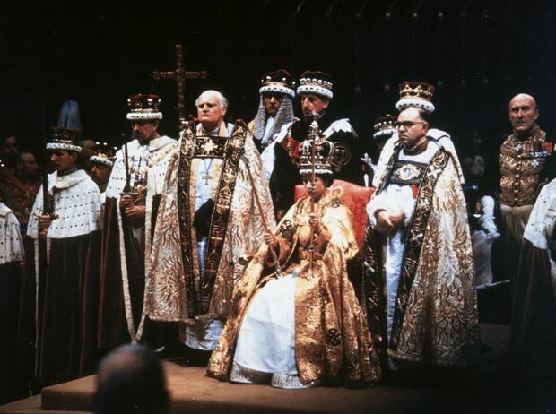 Фото №3 - Чем будут отличаться коронации Елизаветы и Чарльза