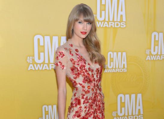 Фото №1 - Тейлор Свифт продвигает альбом «RED» на CMA AWARDS