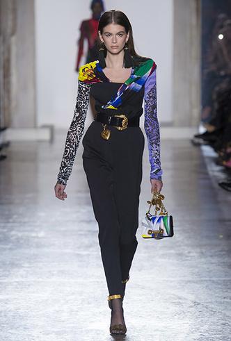 Фото №9 - Парад топ-моделей: Наталья Водянова, Джиджи Хадид, Кайя Гербер и другие на подиуме Versace FW18-19