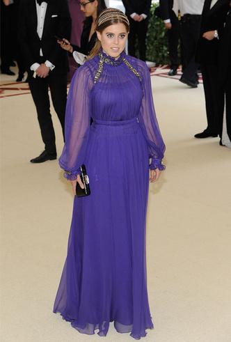 Фото №15 - Как королевские модницы носят широкие ободки (и где искать похожие)