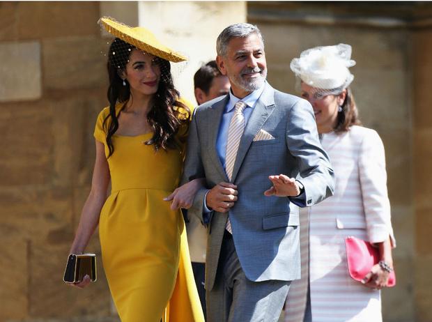Фото №2 - Минус одна подруга: что не поделили герцогиня Меган и Амаль Клуни