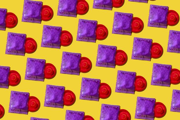Фото №1 - 6 ошибок в использовании презерватива, которые допускают почти все 🙅♀️