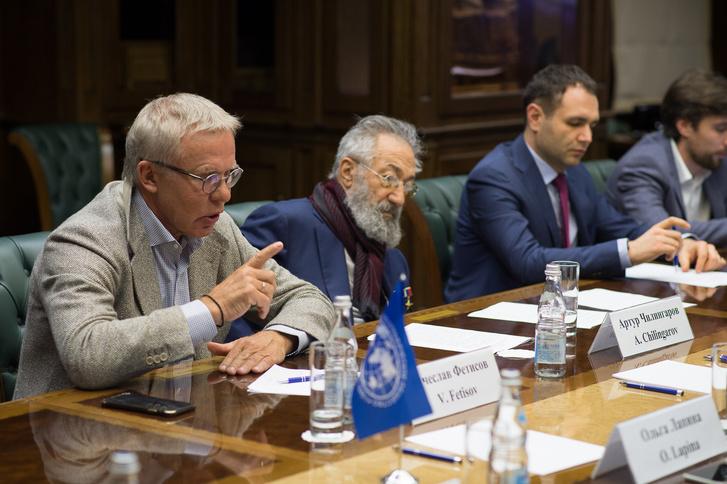 Фото №3 - В московской штаб-квартире РГО состоялась встреча Артура Чилингарова и Льюиса Пью