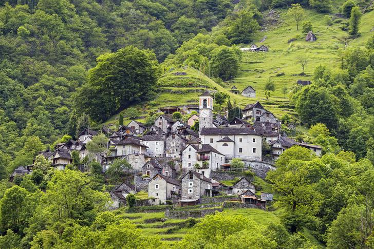 Фото №1 - Миниатюрная швейцарская деревня трансформируется в отель