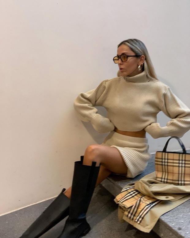 Фото №3 - Трикотажный костюм с юбкой + высокие сапоги: стилист София Коэльо показывает, как выглядеть женственно осенью
