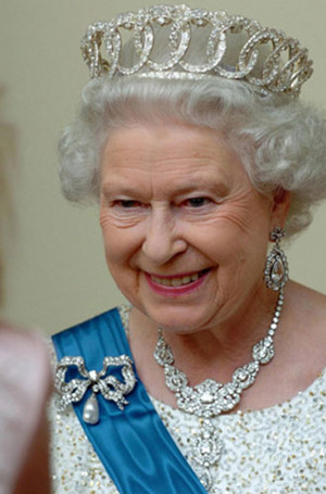 Фото №17 - Близко к сердцу: любимые броши Елизаветы II