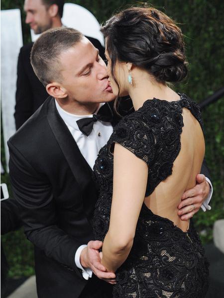 Фото №2 - Поцелуи знаменитостей, за которые становится неловко