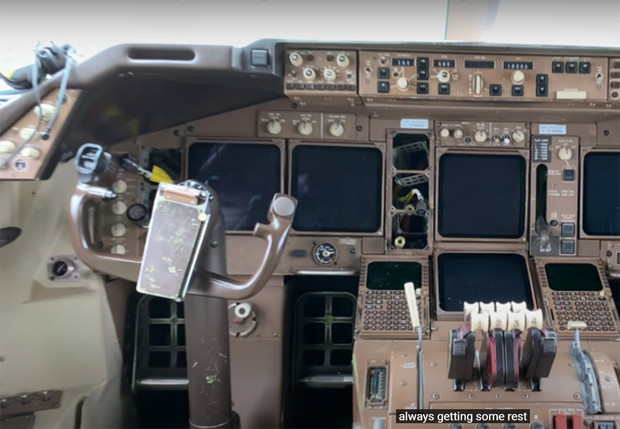 Фото №1 - Неожиданная причина, почему Boeing 747 надёжно защищён от хакеров: обновления до сих пор устанавливают на дискетах (видео)