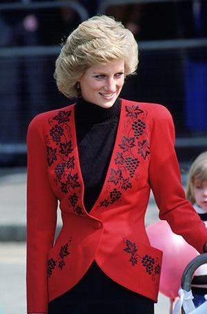 Фото №79 - 70 красных нарядов: как принцесса Диана носила любимый цвет