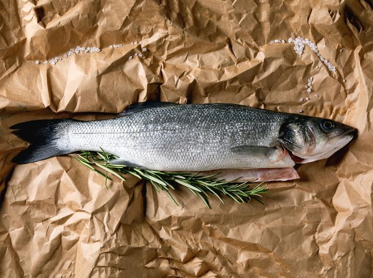 Фото №1 - Рецепт недели: сибас в тесте с соусом «Шорон»
