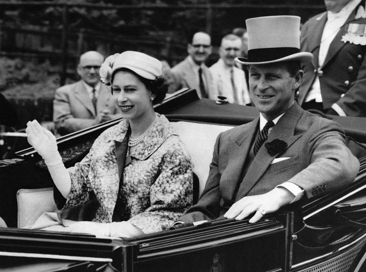 Фото №1 - Как Королева отреагировала на сообщения об измене принца Филиппа