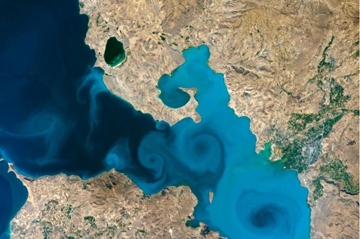 Фото №1 - Позалипать и вдохновиться: NASA опубликовало 32 лучших снимка Земли из космоса