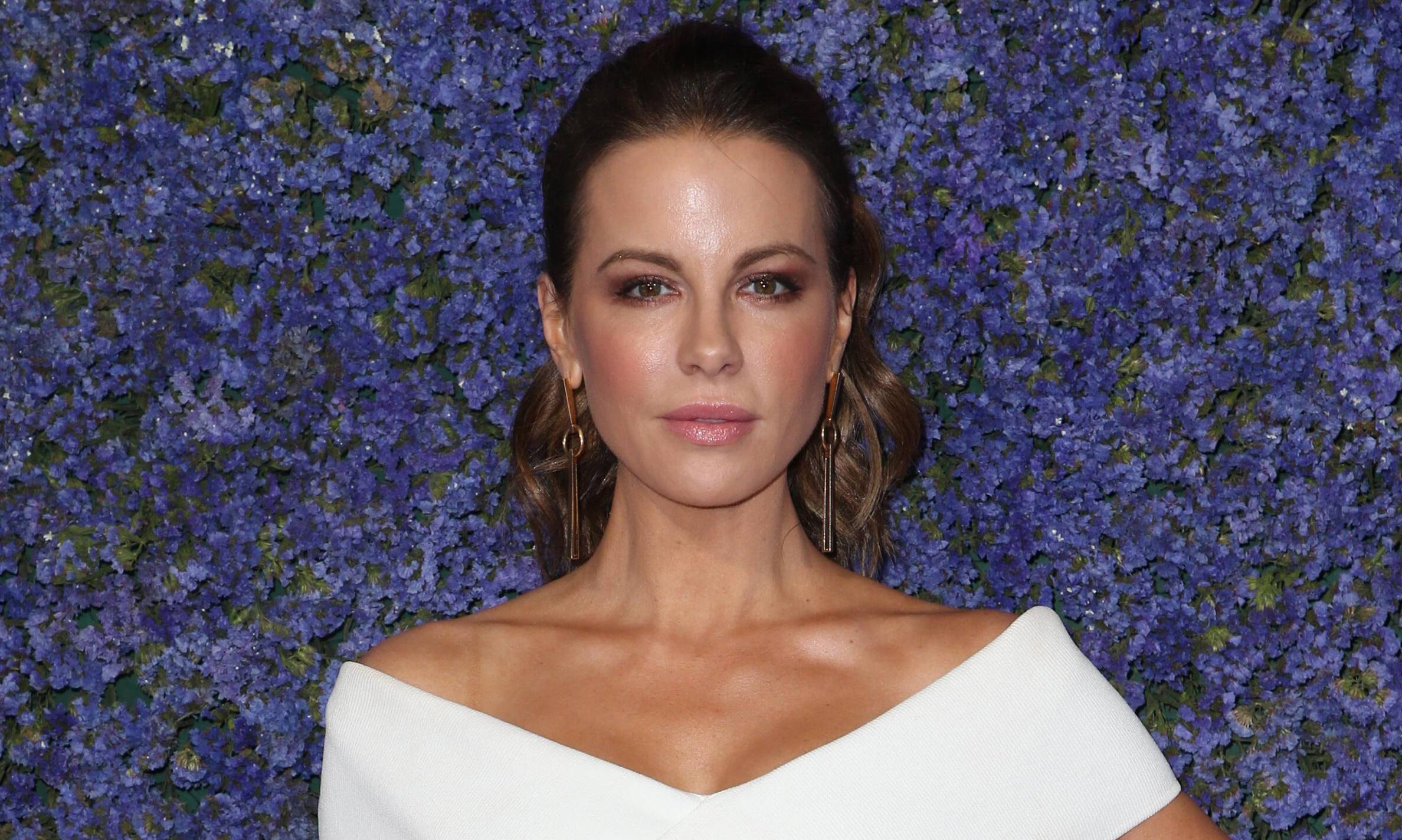 Секреты красоты и молодости Кейт Бекинсейл, которая в 46 выглядит на 25