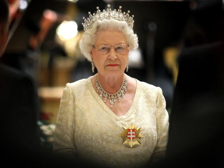 Фото №1 - Главное доказательство того, что Королева не собирается отрекаться от престола
