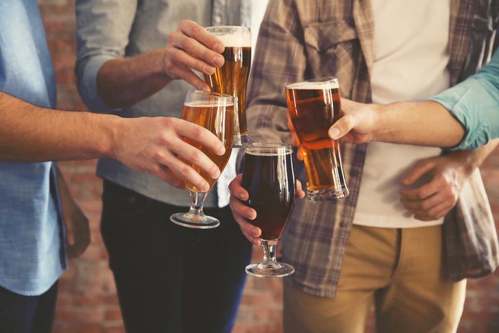 Фото №1 - Ученые: стакан пива действительно делает людей общительнее