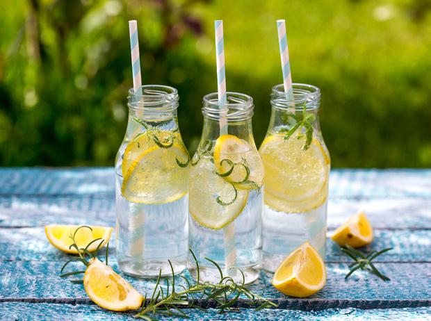 Фото №6 - 9 причин начать пить лимонную воду
