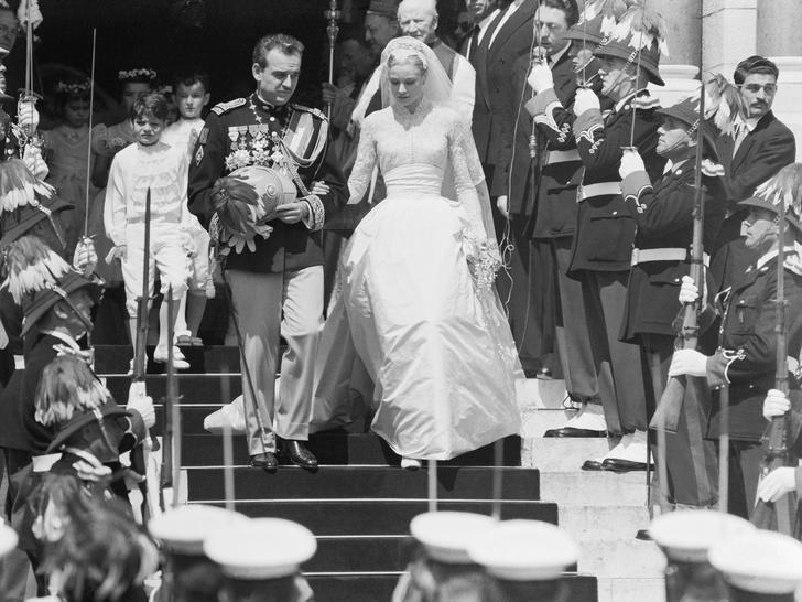 Фото №4 - Королевский размах: шесть свадебных платьев леди Китти Спенсер
