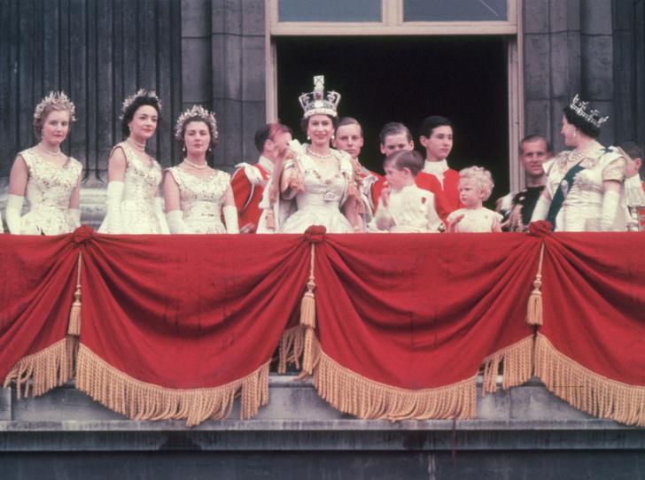 Фото №2 - Почему Королева не хотела, чтобы ее коронацию показывали по телевидению