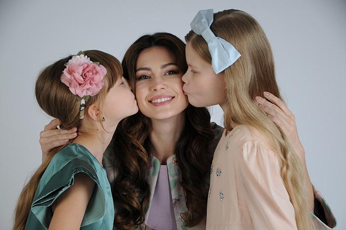 Фото №1 - Телеведущая Ольга Ушакова: «Хочу, чтобы дочери любили себя такими, какие они есть»