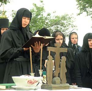 Фото №1 - Монахини-модницы растратили больше полумиллиона евро