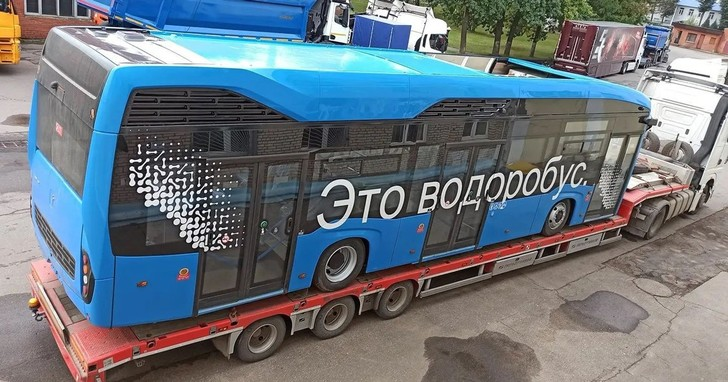 Фото №1 - Лучшие шутки про водоробус— первый пассажирский автобус на водороде