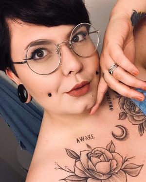 Фото №3 - Милота: как сделать ямочки на щеках