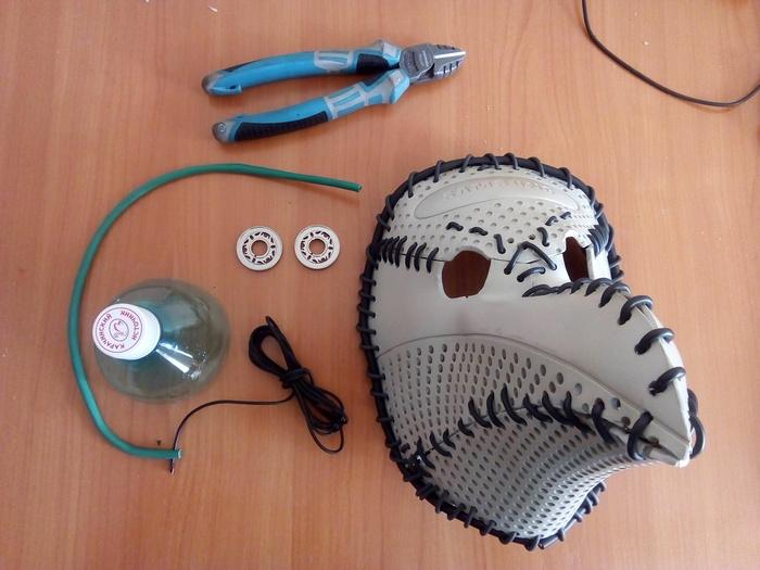 Фото №9 - Русский айтишник показал, как сделать маску чумного доктора из корпуса старого компьютера (фотоинструкция)