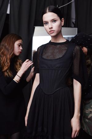 Фото №3 - Как правильно накрасить ресницы: how to от визажистов Givenchy