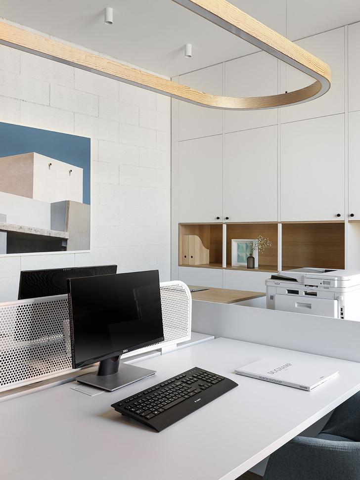 Фото №12 - Жемчужно-серый офис в историческом здании Петербурга