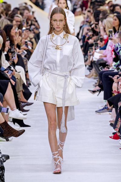 Фото №2 - Веревка вместо пояса: как носить самый странный тренд сезона