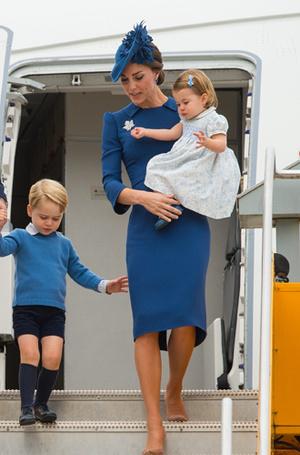 Фото №22 - 6 знаковых нарядов герцогини Кембриджской, которые она носит уже 6 лет