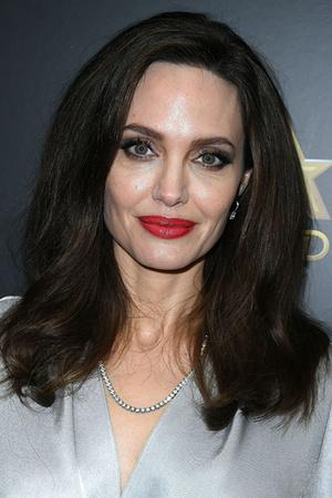 Фото №4 - Джоли, Погребняк и еще 8 звезд, которые уменьшили губы