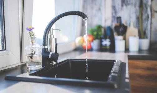 Фото №1 - Роскачество сравнило водопроводную и бутилированную воду
