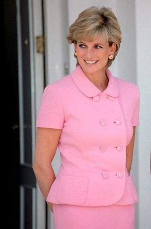 Фото №2 - Royal pink: как королевские особы носят розовый цвет