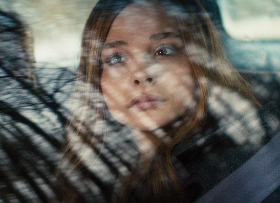 Кадр из фильма с Хлоей  «Если я останусь»