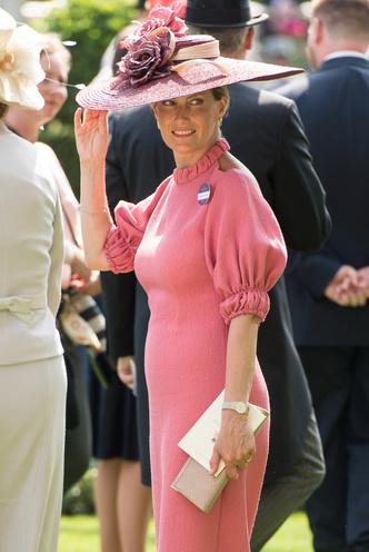 Фото №45 - Одним цветом: как королевские особы носят монохромные образы— 30 вдохновляющих примеров