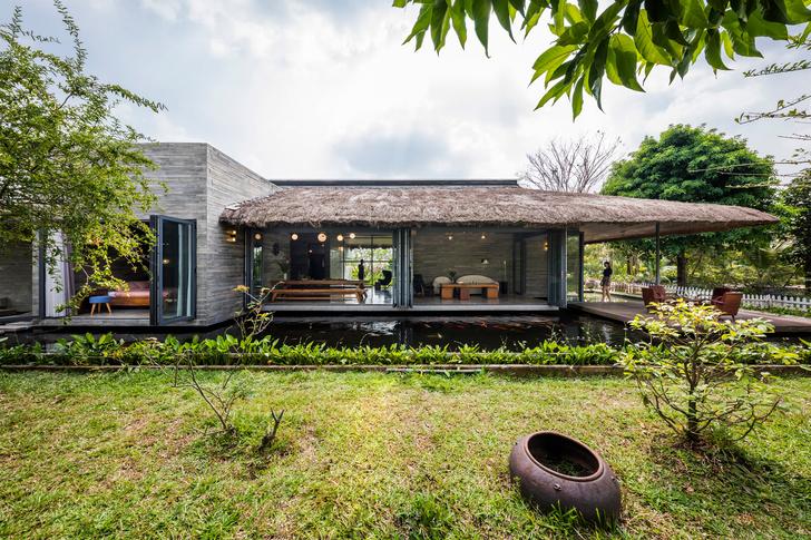 Фото №1 - Дом с соломенной крышей и прудом во Вьетнаме