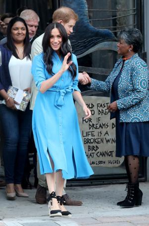 Фото №2 - Почему платья-рубашки стали любимым нарядом Меган