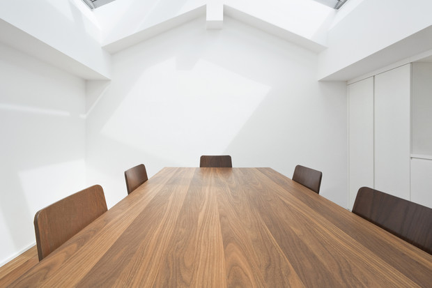 Фото №1 - Стол: толкование сна; к чему снится накрытый стол, много столов