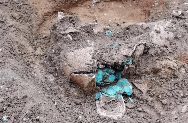 Фото №1 - В Венгрии обнаружен средневековый клад